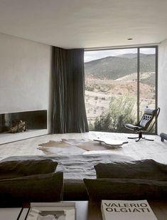 Today I Like: Villa E by Studio KO - Questa villa arroccata come una fortezza sulla cima di una brulla collina in Marocco - nell'Ouriko Valley, a un'ora di macchina da Marrakesh - com...