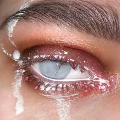 Aesthetic Eyes, Aesthetic People, Aesthetic Makeup, Aesthetic Grunge, Aesthetic Photo, Aesthetic Pictures, Retro Aesthetic, Eye Makeup, Makeup Art