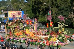 So want to go to Old Town Pasadena in Southern California to see the Rose Parade.