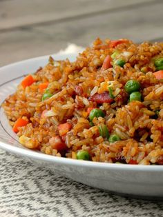 riz cantonais Plus by beefevm Read Rice Recipes, Asian Recipes, Cooking Recipes, Ethnic Recipes, Chinese Food, My Favorite Food, Fried Rice, Mozzarella, Food Inspiration