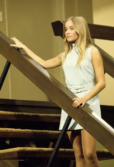 When the house from The Brady Bunch went on sale this year, one interested buyer was Marcia Brady herself. Actress Maureen McCormick, who played the eldest Brady daughter in the sitcom, thought about making an offer on the property. Marsha Brady, 70s Fashion, Vintage Fashion, Decades Fashion, Vintage Tv, Maureen Mccormick, The Brady Bunch, Thats The Way, Retro