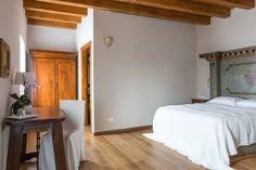Dai un'occhiata a questo fantastico annuncio su Airbnb: CorteCastelloB&B Rinascimento Room a Affi