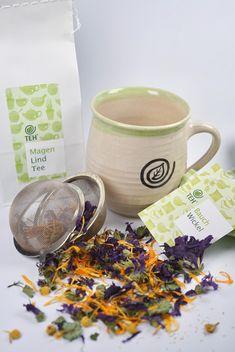 Der MagenLind Tee fängt die Magensäure ab. Unterstützend und angenehm wirkt zusätzlich ein Bauchwickel. Kraut, Tableware, Women's Coats, Blackberries, Mint, Dinnerware, Tablewares, Dishes, Place Settings