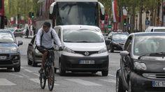 La pratique du vélo dans les grandes villes est en nette progression avec aujourd'hui près de 25 millions de Français qui déclarent l'utiliser régulièrement. Mais une étude révèle que 77% des cyclistes admettent prendre autant voire plus de risques que lorsqu'ils sont motorisés. Conséquence: les accidents se multiplient.