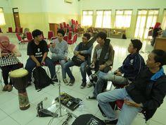 Pada hari sabtu 18 Mei 2013 kemarin, Mahasiswa UIN Syarif Hidayatullah Jakarta yang tergabung dalam Paduan Suara Mahasiswa UIN Jakarta mengadakan sebuah acara yaitu UIN Art Festival 2013. Acara ini merupakan sebuah project dari PSM UIN Jakarta dalam menyatukan seluruh komunitas-komunitas kesenian khususnya yang ada di UIN Syarif Hidayatullah Jakarta …
