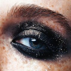 Alongside this devotion to the artistry of makeup, Caroline also has a deep appreciation for its subtleties. She reveals this interest through her fresh-faced freckled models. More: http://blog.furlesscosmetics.com/caroline-torbahn/