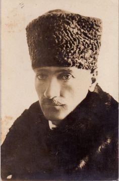 Atatürk'ün Görünümü Hakkında Yazılmış Muazzam 7 Yazı | MustafaKemâlim Ella Fitzgerald, Great Leaders, World Peace, Winter Hats, History, Photography, Vintage, Cosmos, Venus
