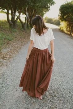 A brown maxi skirt in your preferred fabric. Peasant style skirts would work well for this. http://feedproxy.google.com/~r/amazingoutfits/~3/iQB8faCgpyo/AmazingOutfits.page