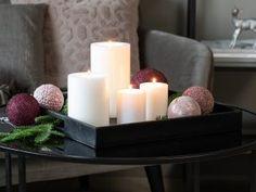 Det er koselig å tenne masse lys nå i den mørke årstiden. Norwegian Christmas, Kos, Pillar Candles, Happy Holidays, Floral Arrangements, Advent, Diy And Crafts, Candle Holders, Beautiful Pictures
