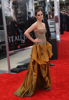 Emma Watson attends the premiere of 'Harry Potter and the Deathly Hallows - Part photo by John Carta Deathly Hallows Part 2, Harry Potter Movies, 2 Photos, Emma Watson, Formal Dresses, Fashion, Dresses For Formal, Moda, La Mode