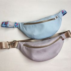 Best 12 How to make a cool street style hip belt BumBag – SkillOfKing. Band Outfits, Crossbody Bags For Travel, Stylish Mens Fashion, Side Bags, Craft Bags, Handmade Handbags, Hip Bag, Leather Accessories, My Bags