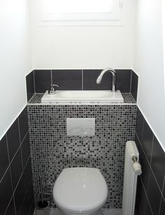 Joli Wc Suspendu Avec Lave Mains Intégré Wici Bati Pictures To Pin Pictures Small Toilet Room, Small Bathroom, Bad Inspiration, Bathroom Inspiration, Wc Design, Toilette Design, Bathroom Decor Pictures, Toilet Sink, Best Bathroom Vanities
