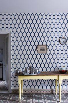 Erstaunlich Interessante Kombination Für Die Küche Mit Ornamentalem Fußboden Und Der  Tapete Tessella Von Farrow U0026 Ball
