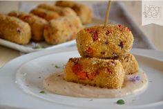 Crocchette di cous cous su crema di cannellini, un piatto sfizioso e completamente vegetariano preparato con ingredienti semplici, verdure e legumi.