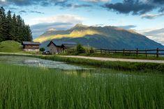 Das Montafon ist der südlichste Teil Vorarlbergs, des westlichsten Bundeslandes in Österreich. Vorarlberg liegt an der Grenze zwischen den Ost- und Westalpen, was den komplexen geologischen Aufbau der Berge erklärt. Das Tal erstreckt sich über 39 km von der Bielerhöhe bis Bludenz und wird von der Ill durchflossen.   #Montafon #MeinMontafon Mountains, Nature, Travel, Communities Unit, Alps, Naturaleza, Viajes, Trips, Off Grid