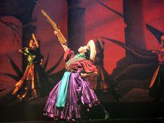 Ballet Folklórico de Amalia Hernández/// Beautiful Revolucion Folklorico Dancer