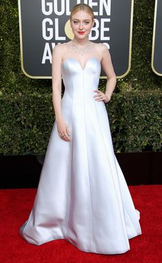 Dakota Fanning wears a strapless silver Armani Privé gown with sweetheart-style neckline with a sleek bun, powerful red lip and delicate chain necklace. Estilo Dakota Fanning, Dakota Fanning Style, Armani Prive, White Gowns, White Dress, Celebrity Dresses, Celebrity Style, Black And White Baby, Poses