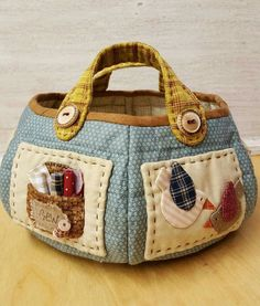 Stefania Viganò Japanese Patchwork, Patchwork Bags, Quilted Bag, My Bags, Purses And Bags, Fabric Yarn, Craft Bags, Sewing Accessories, Love Sewing