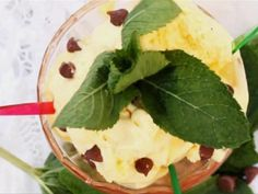 How to make mint flavoured ice cream with chocolate chips