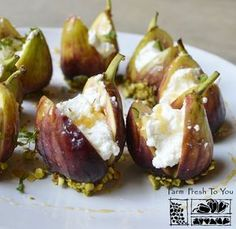 Ricotta-Stuffed Figs - This elegant dish works great as an appetizer or even dessert. Ricotta-Stuffed Figs - This elegant dish works great as an appetizer or even dessert. Thanksgiving Appetizers, Appetizers For Party, Appetizer Recipes, Elegant Appetizers, Fig Appetizer, Thanksgiving Drinks, Fig Recipes, Cooking Recipes, Tapas Recipes