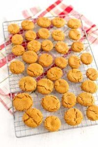 Ginger Snaps - Easy and Completely Homemade Cookie Recipes, Snack Recipes, Ginger Snap Cookies, Ginger Snaps, Fudge, Deserts, Homemade Food, Sweets, Cooking