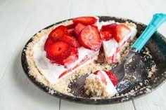 Strawberry-Frozen-Yogurt-Pie | dessertfortwo.com