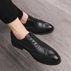 Men's oxford bullock shoes with breathable lace-ups👞myalleshop Men's Wedding Shoes, Leather Pattern, Toe Shape, Black 7, Types Of Shoes, Oxford Shoes, Dress Shoes, Lace Up, Free Shipping