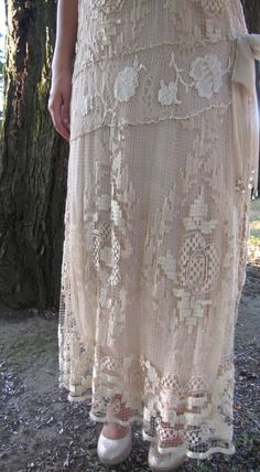 Details of a Vintage Handmade Filet Lace Gown circa Antique Lace, Vintage Lace, Victorian Fashion, Vintage Fashion, Lace Weddings, Wedding Lace, Costume Collection, Linens And Lace, Chiffon