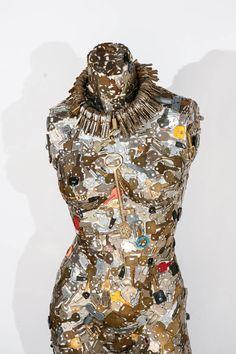 Key Crafts, Vintage Jewelry Crafts, Crafts To Make, Jewelry Art, Collage Sculpture, Modern Sculpture, Sculptures, Mannequin Art, Dress Form Mannequin