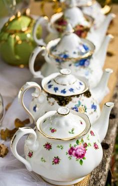 """Royal Albert Teapots • showing the two knob versions - the older ones have the """"acorn"""" (see back two) while the two in the front have the new style knob on their lids."""
