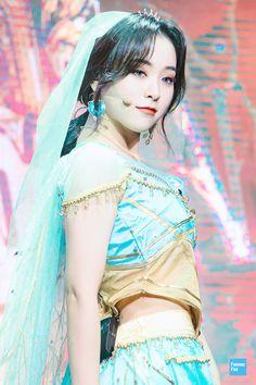 Extended Play, Pop Group, Girl Group, Aquarium Pictures, Jiu Dreamcatcher, Halloween Disfraces, K Idols, South Korean Girls, Pop Idol