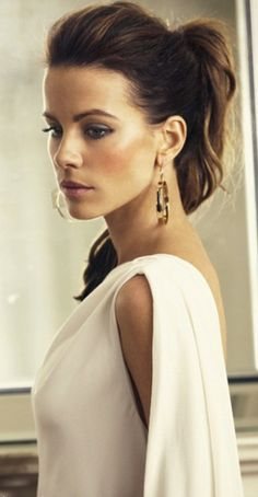 Kate Beckinsale. Her ponytails always look amahzing ❤️