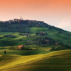 Tuscany, Italy. I've always been a sucker for the countryside ❤❤