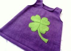 """""""KLEEBLATT""""            genäht aus Antipillingfleece in lila und grün    Vorne großes Kleeblatt  Hinten kleines Kleeblatt      ♥♥♥♥♥♥♥♥♥    Masch"""