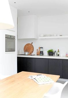 black kitchen, kinda what my kitchen looks like, must repaint my backsplash white