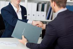 Wenn das Arbeitszeugnis nicht reicht: Überzeugen Sie mit einem Referenzschreiben in der Bewerbung. Tipps, wie es aussieht, was alles rein muss...