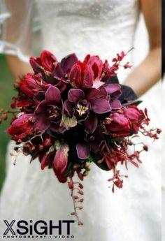 dark wedding flowers
