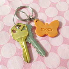 How to make easy personalized polymer clay keychains via @Guidecentral - Visit www.guidecentr.al for more #DIY #tutorials