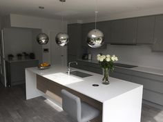 A contemporary grey gloss kitchen shown in silver grey finish. Open Plan Kitchen Dining Living, Living Room Kitchen, Diy Kitchen Decor, Kitchen Interior, Kitchen Ideas, Morden Kitchen Design, Grey Gloss Kitchen, Diner Decor, Best Kitchen Designs