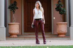 Marina Casemiro » Look: maxi brinco + body off white + cinto + calça flare de couro burgundy!