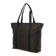 81b346dc61e81 Distínguete por tu estilo discreto y sofisticado con la bolsa Nike Azeda  Tote que es la