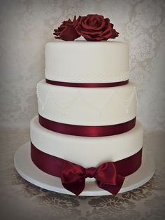 Burgundy wedding cake   by Mina Magiska Bakverk (My Magical Pastries)