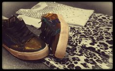 #eliteboutique#castelfrancoveneto T-shirt Blugirl Shorts Blugirl Sneakers Golden Goose