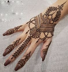henna designs From weddings to engagements, from festivals to parties, here are 101 latest mehendi designs for 2019 for all occasions. Discover some chic new mehndi trends! Pretty Henna Designs, Henna Tattoo Designs Simple, Mehndi Designs For Beginners, Mehndi Design Photos, Unique Mehndi Designs, Wedding Mehndi Designs, Henna Designs Easy, Beautiful Mehndi Design, Indian Henna Designs