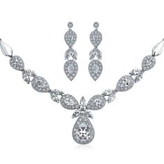 Teardrop CZ Statement Bridal Necklace Earrings Set Rhodium Plated (1.705 ARS) ❤ liked on Polyvore featuring jewelry, jewelry sets, necklaces, clear, jewelry-sets, cz jewellery, cubic zirconia jewelry, vintage jewelry sets, bride jewelry and vintage wedding jewelry