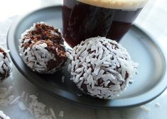 Vanliga hederliga chokladbollar - finns det något bättre? Jag vet att många av er gillar det här receptet på raw chokladbollar och ni kommer inte bli besvikna på det här. De här...