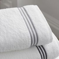 Remove lint from bath towels with these easy tips from our readers. Small Bathroom Tiles, Bathroom Cleaning Hacks, Household Cleaning Tips, Bathroom Design Small, House Cleaning Tips, Bathroom Towels, Simple Bathroom, Diy Cleaning Products, Bath Towels