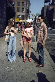 Billie Perkins, Jodie Foster, and Robert De Niro on the set of TAXI DRIVER (1976)