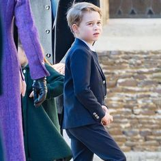 """""""Prince George and Princess Charlotte 🥰🎄 - i love George who always looked after her baby sister 🥰💕❤️"""" Duchess Kate, Duke And Duchess, Duchess Of Cambridge, Duke William, Prince William And Kate, Prince George Alexander Louis, Prince Phillip, British Monarchy History, Princess Kate Middleton"""