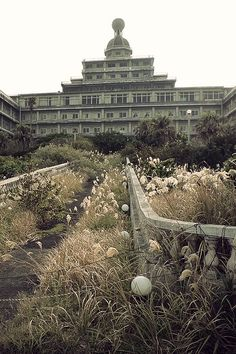 Abandoned Imperial Hotel on the island of Hachijojima, Tokyo, Japan. Although it's only been abandoned for about 6 years, it's deteriorating rapidly because of the subtropical climate. Abandoned Buildings, Abandoned Property, Abandoned Castles, Abandoned Mansions, Old Buildings, Abandoned Places, Beautiful Ruins, Beautiful Buildings, Beautiful Places